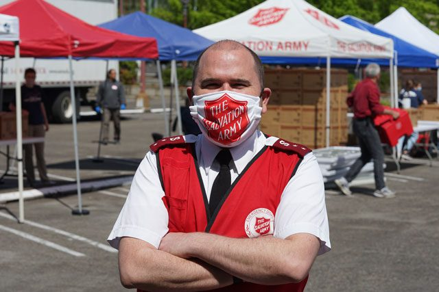 EDS worker in mask